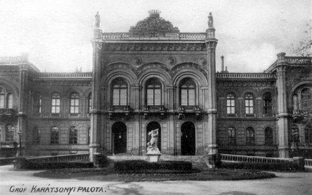 A virágzó budai narancsfák és az Eltékozolt palota / Budapesti séta