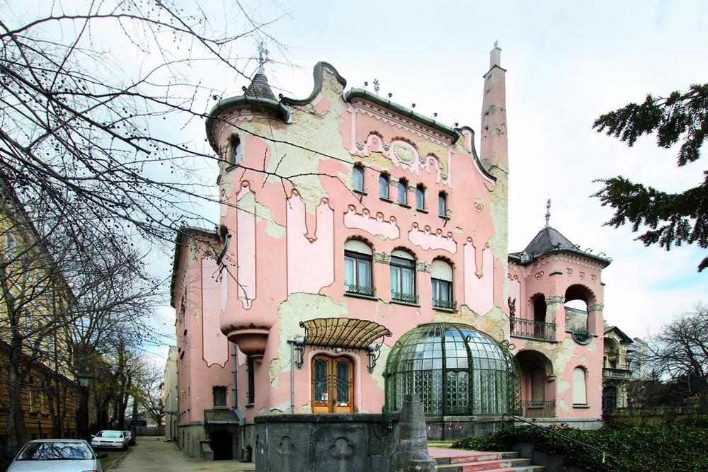 A Disney kastélytól a Róheim-villa sötét titkáig / Budapesti séta